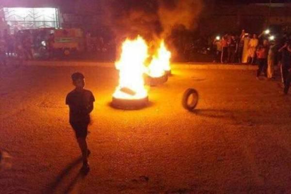 تظاهرة احتجاج وحرق اطارات في النجف ضد الانقطاعات الطويلة للكهرباء