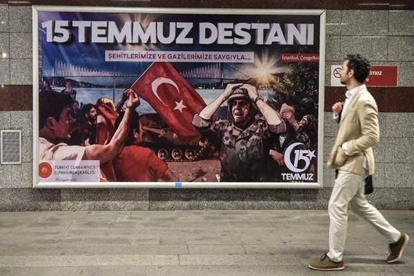 تهدف الاحتفالات إلى ترسيخ يوم 15 يوليو في وجدان الأتراك كيوم وطني
