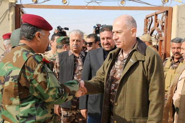 النجيفي متفقدا حرس نينوى في جبهة القتال بالموصل