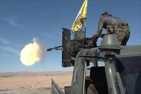 أحد عناصر قوات سوريا الديمقراطية