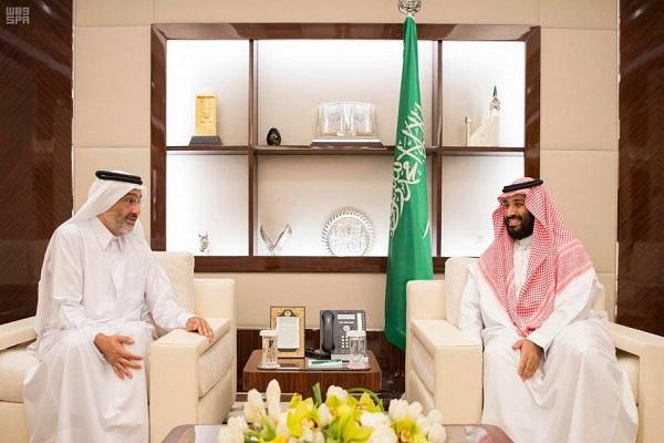 الأمير محمد بن سلمان خلال استقباله الشيخ عبدالله بن علي بن عبدالله بن جاسم آل ثاني