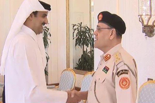 امير قطر مستقبلا العميد بشير القاضي
