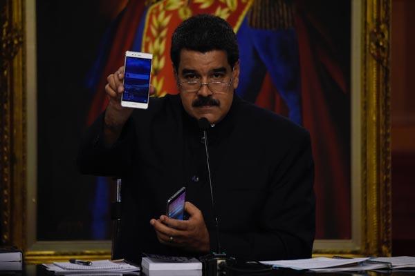 مادورو خلال المؤتمر الصحافي