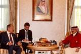 عاهل البحرين يحادث وزير خارجية روسيا