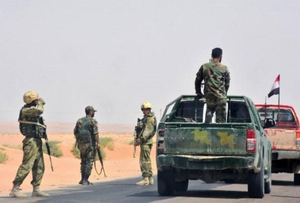 عناصر من الجيش السوري على مشارف مدينة دير الزور