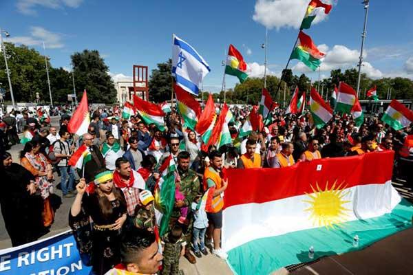 أعلام كردستان وإسرائيل في تظاهرة تأييد للاستفتاء في جنيف