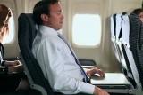زرّ سرّي في مقعد الطائرة يحرّرك