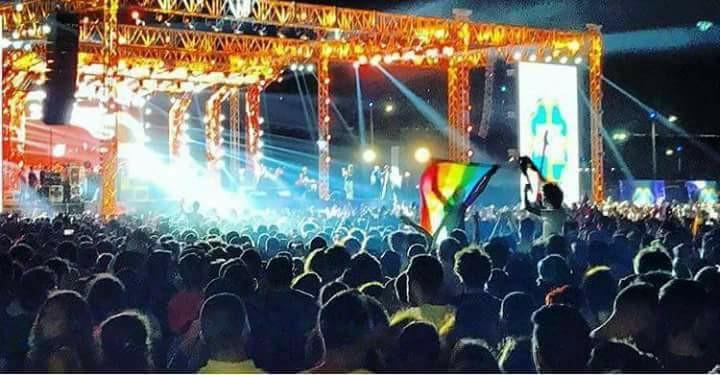 رفع علم المثليين في حفل مشروع ليلى