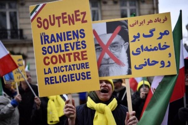 تظاهرة مؤيدة للاحتجاجات الإيرانية في باريس