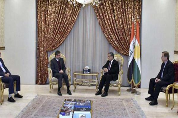 رئيس ادارة العلاقات الخارجية بأقليم كردستان فلاح مصطفى لدى اجتماعه مع نائب القنصل الايراني بأربيل
