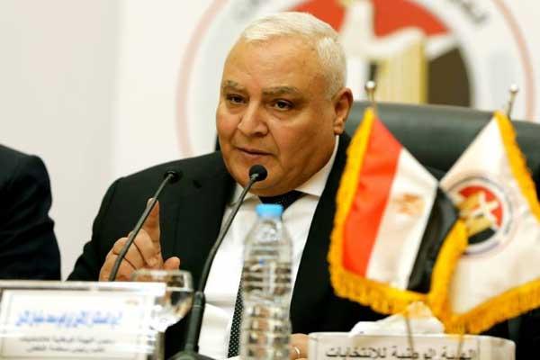 رئيس الهيئة الوطنية للانتخابات في مصر لاشين إبراهيم خلال مؤتمر صحافي في القاهرة الاثنين