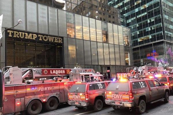 سيارات إطفاء أمام برج ترمب - صورة لدايلي ميل