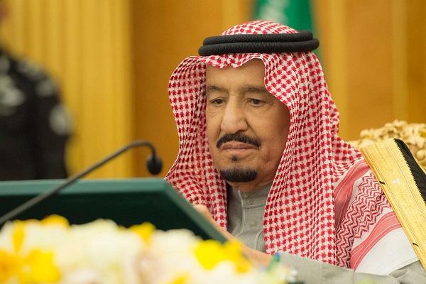 العاهل السعودي الملك سلمان بن عبد العزيز خلال ترؤسه جلسة مجلس الوزراء