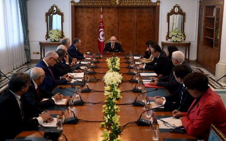 مباحثات سياسية في تونس بعد الاضطرابات الاجتماعية
