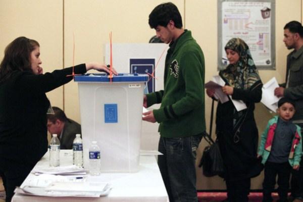 عراقيون يدلون بأصواتهم في انتخابات سابقة