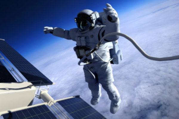 ياباني يزيد طوله في الفضاء