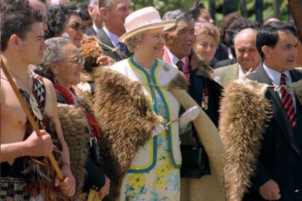 الملكة اليزابيث خلال جولة في نيوزيلاندا عام 1995