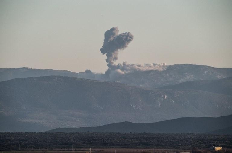 الدخان يتصاعد من عفرين بعد قصف جوي تركي