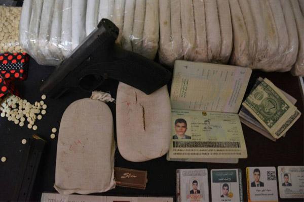 المخدرات والهويات والسلاح المضبوط مع جواد لؤي جواد الموسوي