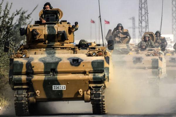 تركيا تنفذ وعيدها وتقصف الأكراد في منطقة عفرين السورية
