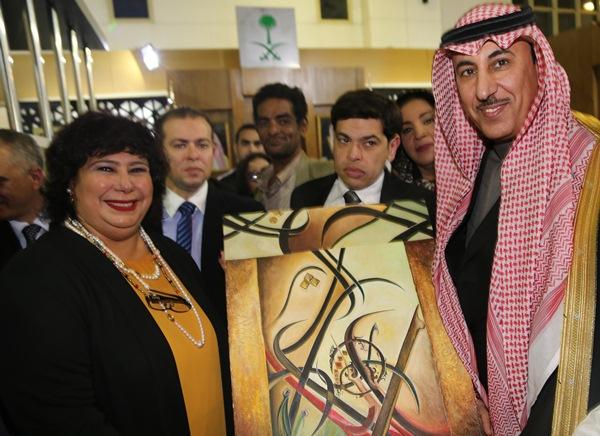 وزيرة الثقافة المصرية تزور الجناح السعودي