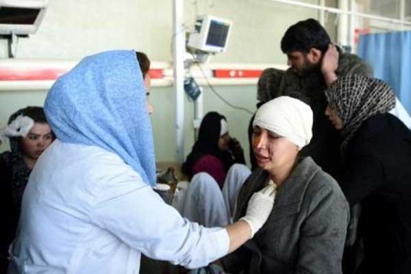 جريحة أصيبت في انفجار كابول تتلقى العلاج في إحدى مستشفيات العاصمة الأفغانية