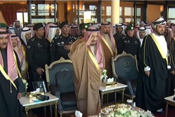 العاهل السعودي الملك سلمان بن عبد العزيز خلال افتتاح مهرجان الجنادرية
