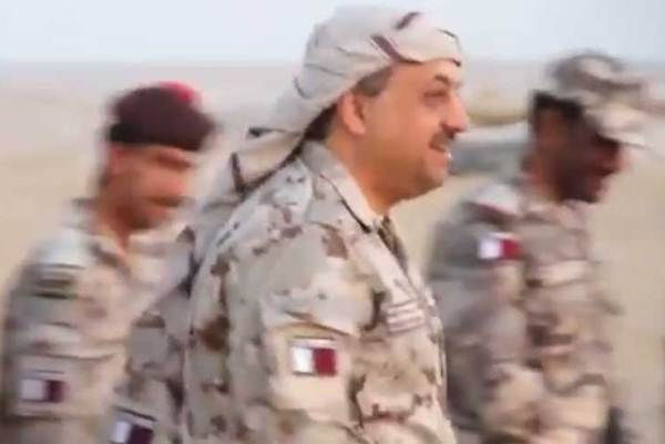 خالد العطية وزي الميدان العسكري