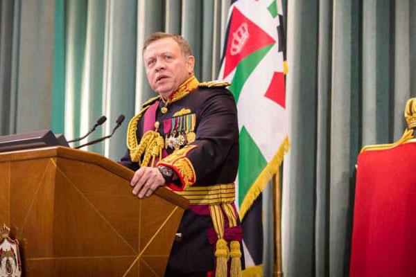 عبدالله الثاني مفتتحا الدورة العادية لمجلس الأمة (أرشيف)