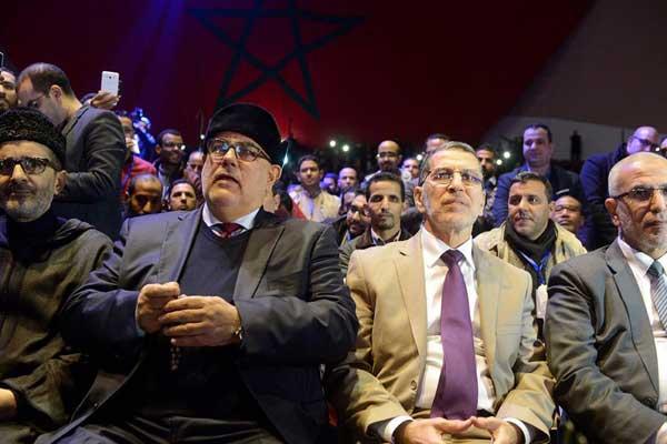 ابن كيران متوسطًا الأزمي والعمراني في مؤتمر شبيبة حزبهم