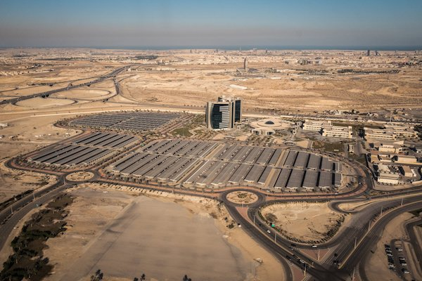 اعتماد السعودية على عائدات ثروتها النفطية لتمويل مشاريعها التنموية