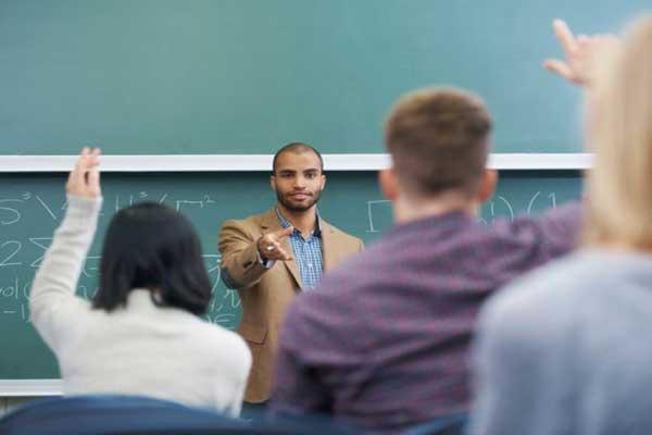 تعريب التعليم سيؤدي حتمًا إلى توحيد التعليم وإلغاء الأنماط الأخرى