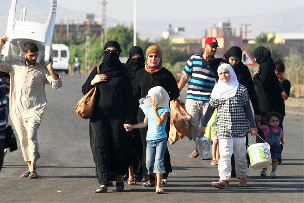 النازحون السوريون بإتجاه تركيا