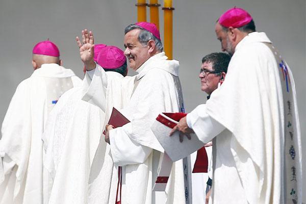 البابا يرفض الاتهامات الموجهة الى القساوسة