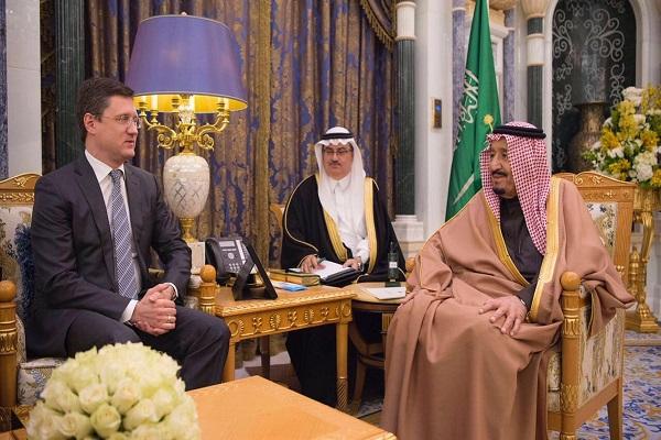 العاهل السعودي خلال مباحثاته مع وزير الطاقة الروسي