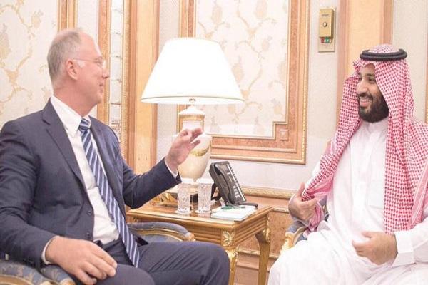 ولي العهد السعودي الأمير محمد بن سلمان ومدير صندوق الاستثمارات الروسي دميتريف خلال لقاء سابق