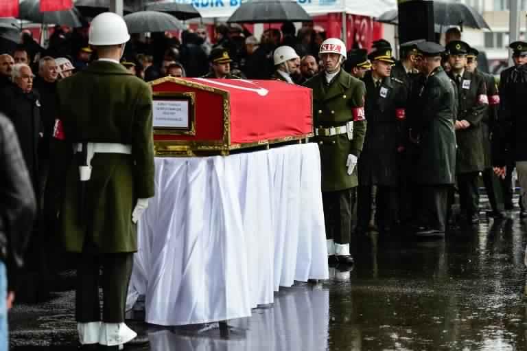 جيش تركيا مشيعا احد قتلاه في عفرين