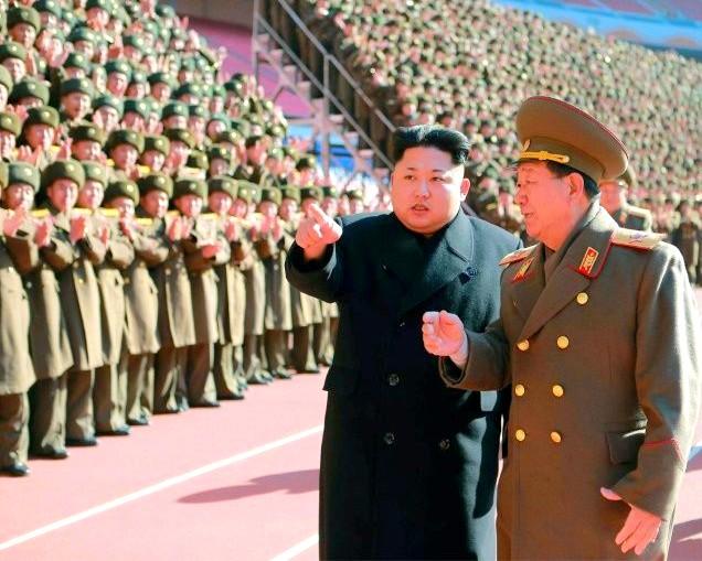 الزعيم الكوري الشمالي مع قائد الجيش هوانغ بيونغ سو - أرشيفية