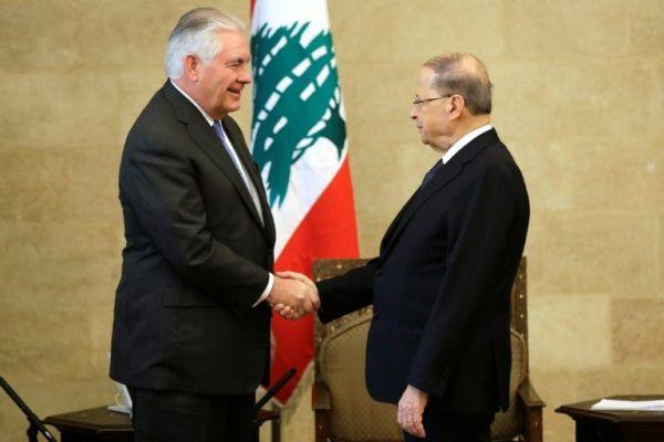 وزير الخارجية الأميركي (يسار) مع الرئيس اللبناني في قصر بعبدا