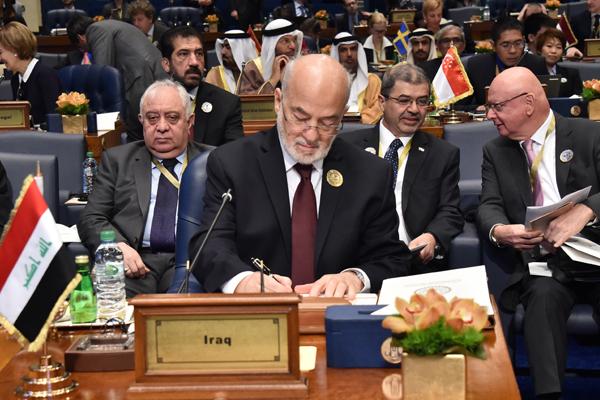الجعفري خلال مشاركته في مؤتمر التحالف الدولي ضد داعش في الكويت