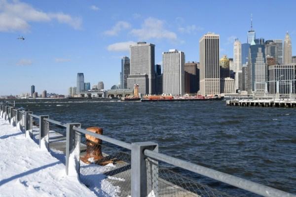 مشهد مانهاتن من جسر بروكلين بنيويورك في 5 يناير 2018