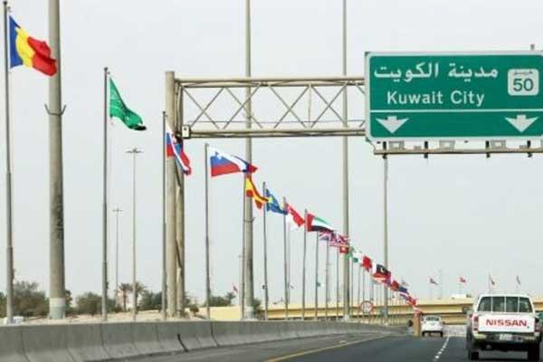 رفع أعلام 70 دولة تشارك في مؤتمر الكويت حول إعادة إعمار العراق