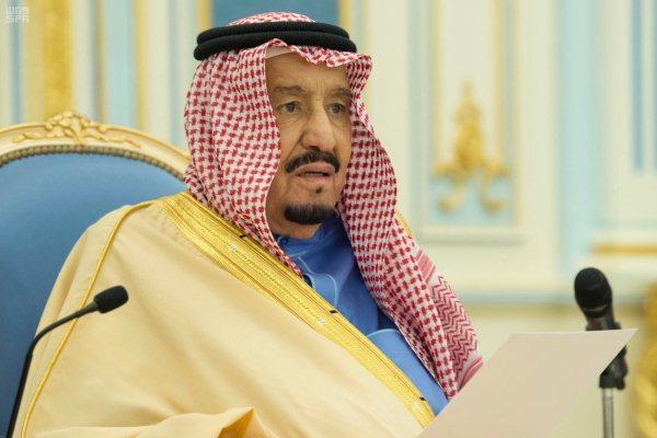 العاهل السعودي خلال استقباله ضيوف الجنادرية