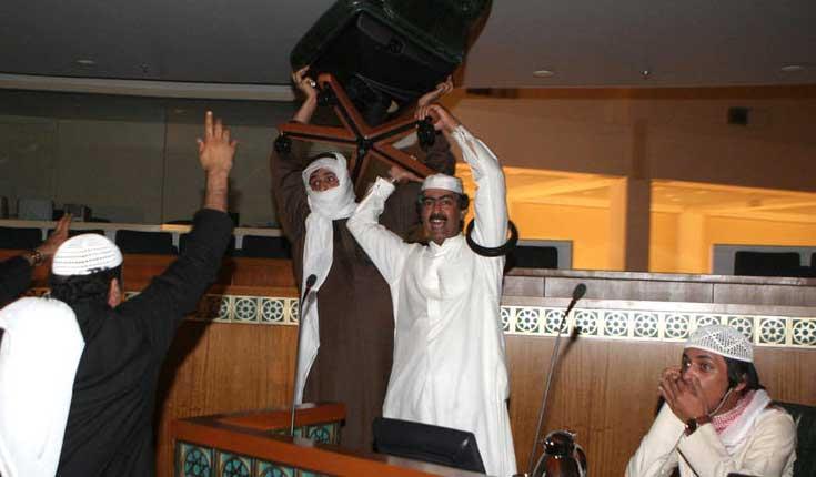 لقطة من اقتحام مجلس الأمة الكويتي في العام 2011