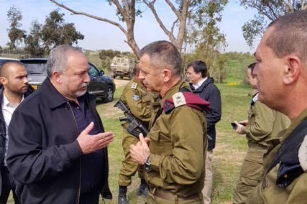 ليبرمان يجول على المناطق الإسرائيلية المحاذية لقطاع غزة