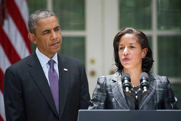 سوزان رايس (يمين) والرئيس الأميركي السابق باراك أوباما