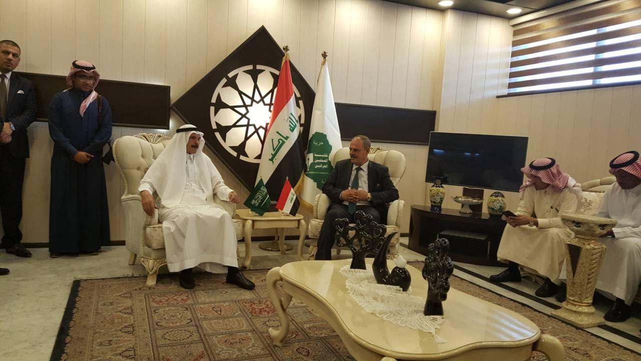 مؤيد اللامي الامين العام لاتحاد الصحافيين العرب في استقبال الوفد الاعلامي السعودي في بغداد