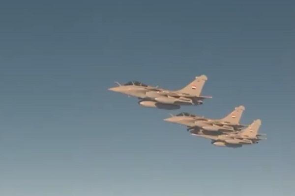 طائرات السلاح الجوي المصري ترافق طائرة الأمير محمد بن سلمان