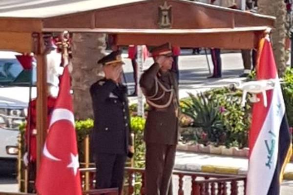 رئيس الأركان التركي لدى وصوله إلى بغداد مستقبلا من نظيره العراقي