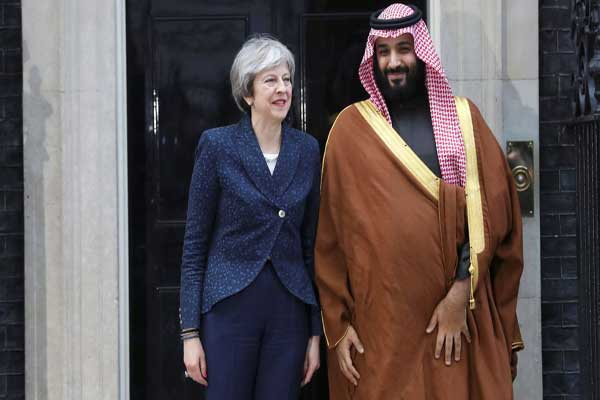الأمير محمد بن سلمان وتيريزا ماي أمام مقر رئاسة الحكومة البريطانية